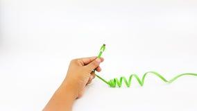 Mężczyzna ręki mienia USB mikro kabel z długą linią Obrazy Stock