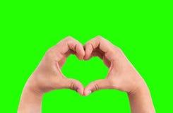 Mężczyzna ręki w postaci serca przeciw chroma klucza zieleni parawanowemu tłu, ręki w kształcie miłość Zdjęcie Royalty Free