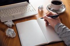 Mężczyzna ręki writing w planiście Zdjęcia Stock