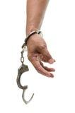 Mężczyzna ręki z kajdankami pokazuje zwycięstwo znaka obrazy stock