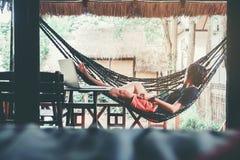 Mężczyzna Relaksuje na letniego dnia relaksującym pojęciu obraz stock