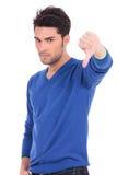 Mężczyzna robi kciukom zestrzela negatywnego ręka znaka Fotografia Stock