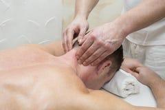 Mężczyzna robi masażowi Zdjęcie Royalty Free