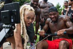 Mężczyzna Robi rypsom Na Wioślarskiej maszynie Przy Atlanta dzień sportu fotografia stock
