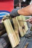 Mężczyzna robi tajlandzkiemu jedzeniu dzwoniącemu Obraz Royalty Free
