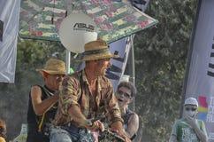 Mężczyzna rowerem zabawę przy koloru bieg Rimini Zdjęcia Royalty Free