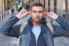 Mężczyzna rozciąga jego ucho outdoors zdjęcia royalty free