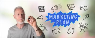 Mężczyzna rysuje marketingowego planu pojęcie Zdjęcie Stock