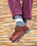 Mężczyzna ` s cieki w parze buty i skarpety fotografia stock