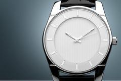 Mężczyzna ` s machinalny zegarek na tle Obrazy Stock