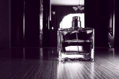 Mężczyzna ` s pachnidło w szklanym zbiorniku Zdjęcie Stock