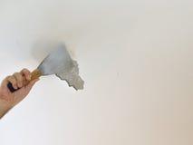 Mężczyzna ` s ręka Struga sufit Zdjęcie Stock