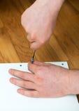 Mężczyzna ` s ręka używać śrubokręt fotografia royalty free