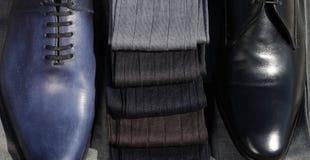 Mężczyzna ` s skarpety z butami obraz stock