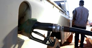Mężczyzna segregowania benzyna 4k zbiory