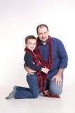 Mężczyzna siedzi na podłoga z jej synem Zdjęcie Royalty Free