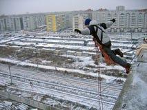 Mężczyzna skacze w bezdenność obraz stock