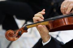 Mężczyzna skrzypaczka Bawić się Klasycznego skrzypce Fotografia Royalty Free
