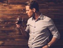 Mężczyzna smaczny wino Zdjęcia Royalty Free