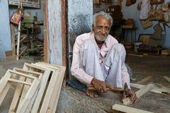 Mężczyzna stare indyjskie pracy na drewnie Obrazy Royalty Free