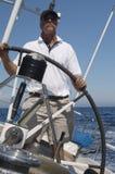 Mężczyzna Steruje jacht fotografia royalty free