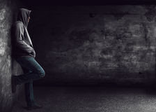 Mężczyzna stoi samotnie Obraz Stock