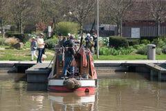Mężczyzna stojaki na stern beatifully coloured barka Obraz Royalty Free