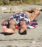 Mężczyzna Swimsuit Sunbathing Plażowy lato Zdjęcie Royalty Free