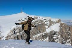 Mężczyzna taniec na góra wierzchołku Zdjęcia Royalty Free