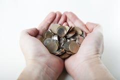 Mężczyzna target705_0_ monety w rękach fotografia royalty free