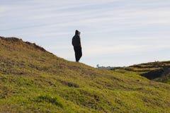 Mężczyzna trwanie wzgórze Obraz Royalty Free