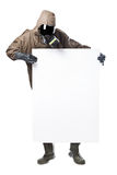 Mężczyzna trzyma billboard i patrzeje je w zagrożenie kostiumu Zdjęcie Stock
