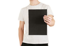 Mężczyzna trzyma czarnego A4 papier pionowo Ulotki prezentacja pam Obrazy Stock
