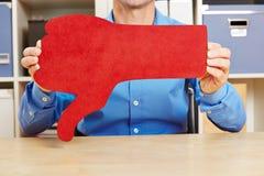 Mężczyzna trzyma dużych czerwonych kciuki zestrzela zdjęcia royalty free