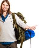 Mężczyzna turystyczny autostopowicz z kciukiem up gestykuluje Fotografia Stock