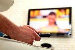 mężczyzna tv dopatrywanie zdjęcie royalty free