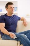 mężczyzna tv dopatrywanie Fotografia Royalty Free