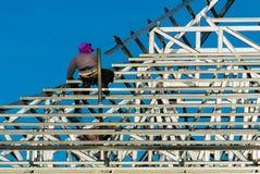 Mężczyzna używa elektrycznego świder Zdjęcie Royalty Free