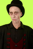 Mężczyzna ubierał up gdy wampir dla Halloween na zieleń ekranie obraz royalty free