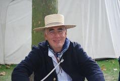 Mężczyzna ubierający up w starym żeglowaniu grear Zdjęcia Royalty Free
