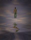 Mężczyzna Unosi się Above - wodę ilustracja wektor