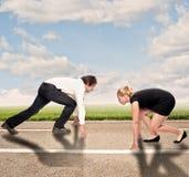 Mężczyzna versus kobieta na drodze obrazy stock
