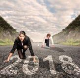 Mężczyzna versus kobieta na drodze Roku 2018 pojęcie zdjęcie stock