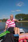 Mężczyzna w łodzi przy rzeką Fotografia Royalty Free