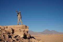 Mężczyzna w Śmiertelnej dolinie, Atacama pustynia, Chile Fotografia Royalty Free