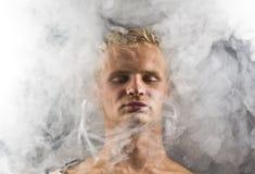 Mężczyzna w abstrakta dymu Zdjęcia Royalty Free