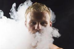 Mężczyzna w abstrakta dymu Zdjęcia Stock