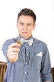 Mężczyzna w błękitnej koszula z łęku krawatem trzyma klucz Obraz Royalty Free