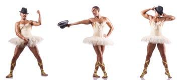 Mężczyzna w baletniczej spódniczce baletnicy odizolowywającej na bielu fotografia stock
