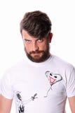 Mężczyzna w białej koszulce z dowcipnisiem i serce kształtującym balonem z bliska Fotografia Royalty Free